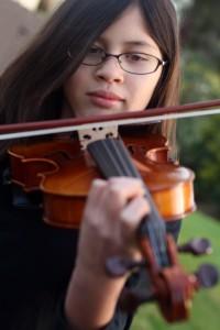 Anna & violin 2